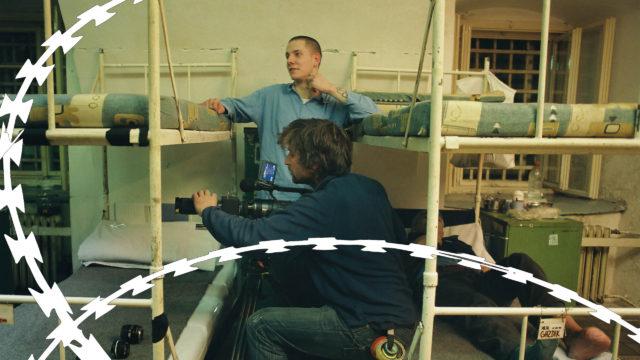 Expertka a filmár o bludnom kruhu väzňov v base a vonku